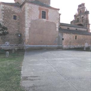 Frontón de la iglesia de Cascajares